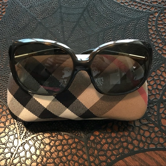 9c7676779a5 Burberry Accessories - Burberry 4068 Sunglasses polarized with case